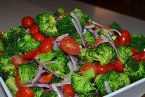 brocoli cu rosii